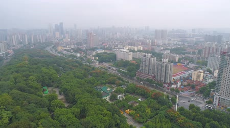 rewolucja : WUHAN, CHINA - MAY 2017: day time famous wuhan city square park aerial panorama Wideo