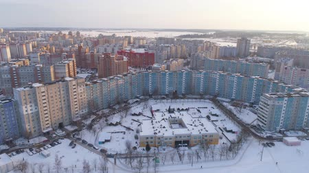 bělorusko : Winter drone shot of the Minsk city suburbs snow sunset residential buildings from above aerial