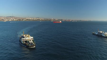 suspensão : Ships floating Bosphorus blue water sunny day. Aerial drone view on sunset in Istanbul, Turkey