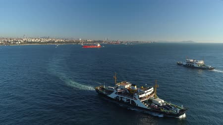 istanboel : Ships floating Bosphorus blue water sunny day. Aerial drone view on sunset in Istanbul, Turkey
