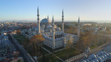 mesquita : The Blue Mosque Sultanahmet in Istanbul, Turkie. Aerial drone view Shot. Blue sky, sunset.
