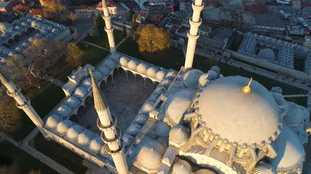 kelet európa : The Blue Mosque Sultanahmet in Istanbul, Turkie. Aerial drone view Shot. Blue sky, sunset.