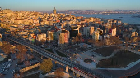 istanboel : Aerial drone shot of sunset in Istanbul, Turkie. From above, city centre, downtown. Bosphorus