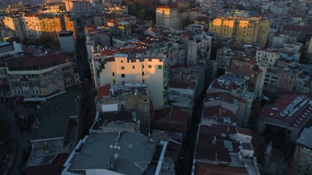 corno : Aerial drone shot of sunset in Istanbul, Turkie. From above, city centre, downtown. Bosphorus
