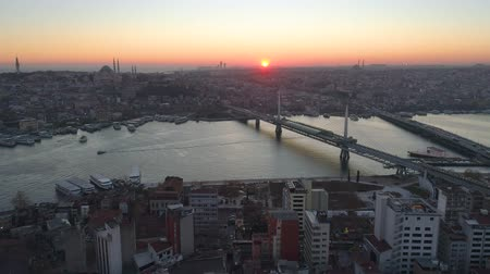 chifre : Aerial drone view of the Istanbul, Turkie. Bosphorus Halic bay. Sunset. Fly over the bridges. Vídeos