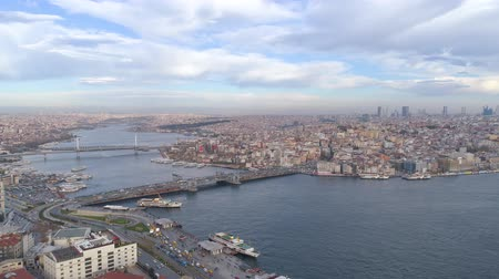 chifre : Aerial drone shot of cloudy day in Istanbul, Turkie. From above, city centre, downtown. Bosphorus. Vídeos