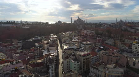 chifre : Aerial drone shot of sunny day in Istanbul, Turkie. From above, city centre, downtown. Bosphorus.