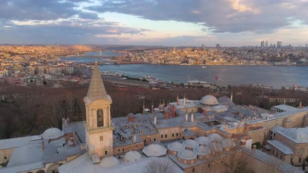 isztambul : Aerial drone shot of sunrise in Istanbul, Turkie. From above, city centre. Topkapi palace.