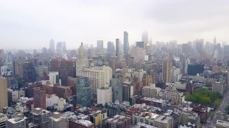 západ : Aerial view of New York, Midtown Manhattan. Residental buildings, streets ans crossroads from above.