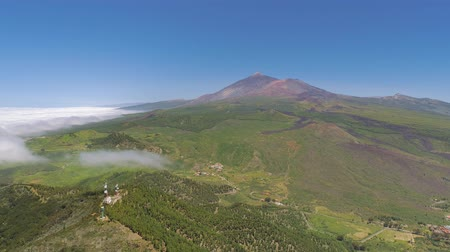 скалистый : Aerial view of volcanic mountain El Teide on Tenerife in a national park, Canarias islands, Spain Стоковые видеозаписи