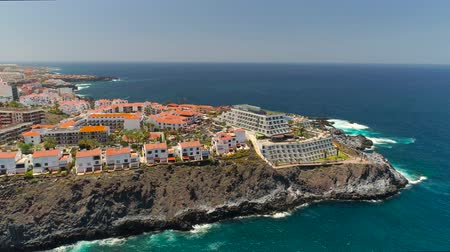 вулканический : TENERIFE, LOS GIGANTES, SPAIN - MAY 18, 2018: Aerial view rocky coast and hotels, Canary islands.