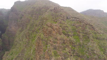 kanarya adaları : Aerial view of rocky mountains in Hell gorge, Canary islands Stok Video