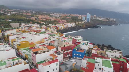 kanári : TENERIFE, PUNTA BRAVA, SPAIN - MAY, 18, 2018: Aerial view Atlantic ocean coast and colorful houses .