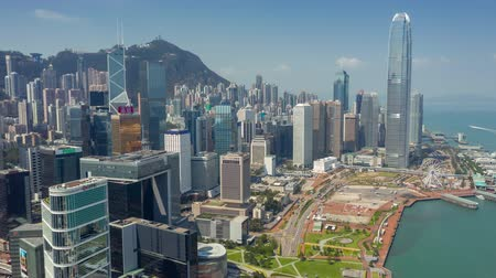 financieel : HONG KONG - MEI 2018: Luchtfoto van Central district en Victoria Bay, woon- en kantoorgebouwen en wolkenkrabbers