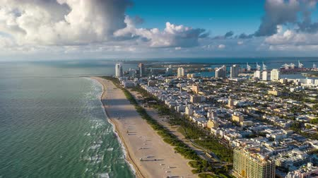 usa : MIAMI, FLORIDA, USA - JANUARY 2019: Aerial hyperlapse 4k drone panorama view flight over Miami beach ocean coastline. Dostupné videozáznamy