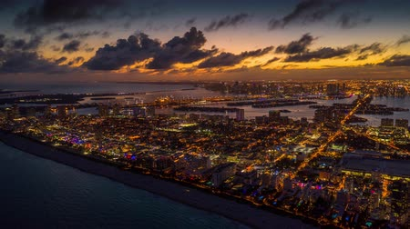 высотное : MIAMI, FLORIDA, USA - JANUARY 2019: Aerial drone panorama view flight over Miami. Sunset above South Beach and Mid-Beach