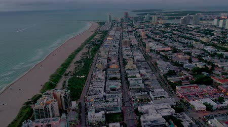 ponto de vista : MIAMI, FLORIDA, USA - JANUARY 2019: Aerial drone panorama view flight over South Miami beach ocean coastline.