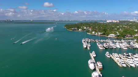 высотное : MIAMI, FLORIDA, USA - JANUARY 2019: Aerial drone panorama view flight over Miami. Biscayne Bay from above.