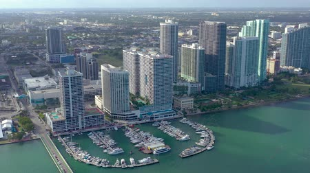 высотное : MIAMI, FLORIDA, USA - JANUARY 2019: Aerial drone view flight over Miami Edgewater district on Biscayne Bay.