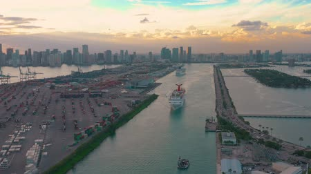 nave di linea : MIAMI, FLORIDA, USA - JANUARY 2019: Aerial drone view flight over Miami sea port. Ships and cruise liners at the pier.