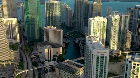 pavimento : MIAMI, FLORIDA, USA - MAY 2019: Aerial drone view flight over Miami downtown. Hotels, business buildings from above.