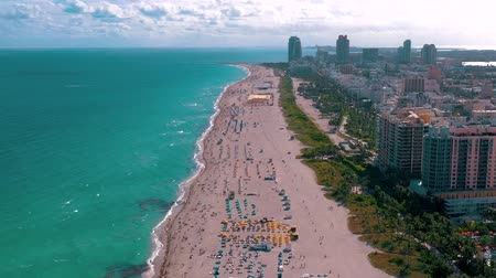 высотное : MIAMI, FLORIDA, USA - MAY 2019: Aerial drone panorama view flight over Miami beach. South Beach sand and sea from above.