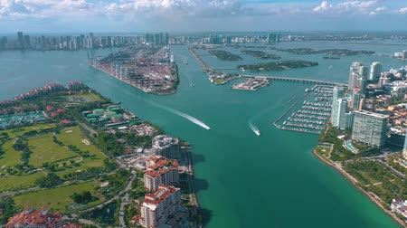 высотное : MIAMI, FLORIDA, USA - MAY 2019: Aerial drone view flight over Miami beach. South Beach and Fisher island from above.