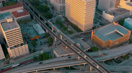 automóvel : MIAMI, FLORIDA, USA - MAY 2019: Aerial drone view flight over Miami downtown. Road viaduct and overpass from above.