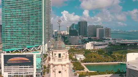 bestrating : MIAMI, FLORIDA, USA - MAY 2019: Aerial shot of Miami downtown. Freedom Tower and Biscayne boulevard from above.