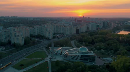 bělorusko : MINSK, BELARUS - MAY, 2019: Aerial drone shot view of Nemiga and Pobeditelei avenue, city centre from above