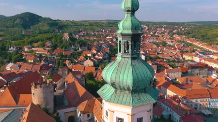 tcheco : Aerial view of Mikulov Castle and old town centre of Mikulov, South Moravia, Czech Republic.