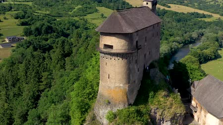 fortificado : Orava castle in Slovakia. Medieval fortress on extremely high and steep cliff by the Orava river.