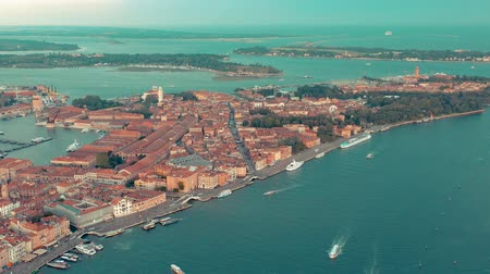 ベニスの : VENICE, ITALY - JUNE, 2019: Aerial drone panorama view of Venice beautiful architecture. Flight over canals and roofs. 動画素材