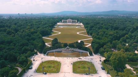 империя : VIENNA, AUSTRIA, - JUNE 2019: Aerial view of Schonbrunn Palace, former imperial summer residence, tourist attraction.