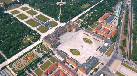 austríaco : VIENNA, AUSTRIA, - JUNE 2019: Aerial view of Schonbrunn Palace, former imperial summer residence, tourist attraction.