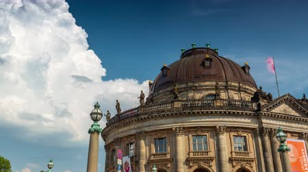 pitka : BERLIN, GERMANY - MAY,2019: Timelapse view of Bode Museum in Berlin city centre near Spree River Dostupné videozáznamy