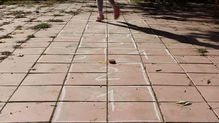 juventude : Girl playing hopscotch on the playground