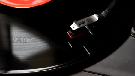 jogadores : Vinyl disc playing-close up