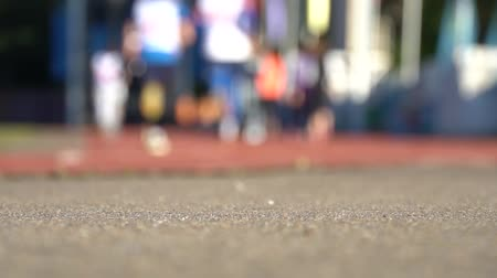 sportowiec : Blurred background of runners on stadium. Amateur sport footage slowmotion
