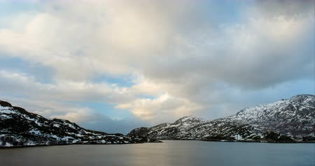İskandinav : Norwegian fjord on sunset timelapse