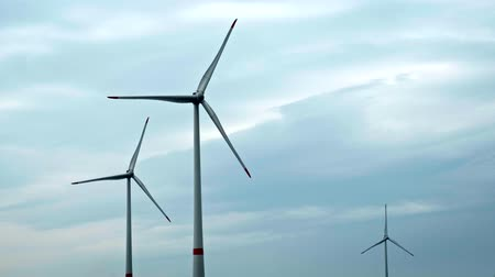 sustentável : Wind turbines in the sky Stock Footage