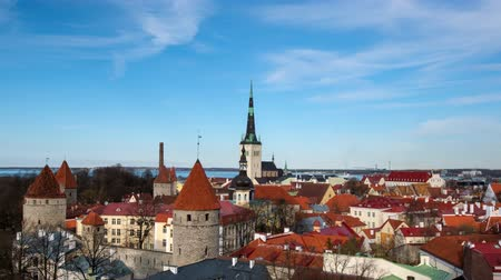 エストニア : Timlapse of aerial view of Tallinn Medieval Old Town, Estonia