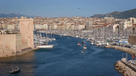 регата : Yachts coming to Marseille Old Port on sunset. Marseille, France