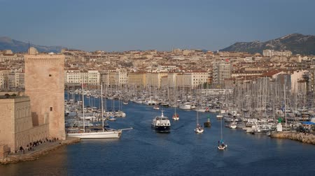 marseille : Yachts coming to Marseille Old Port on sunset. Marseille, France