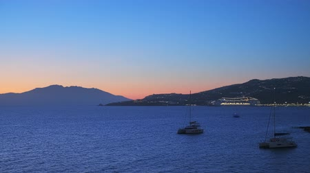 venedik : Sunset in Mykonos, Greece, with cruise ships and yachts in the harbor Stok Video