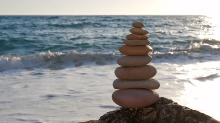 steinhaufen : Concept of balance and harmony - stone stacks on the beach