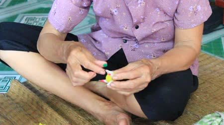 estação de trabalho : HAI DUONG, VIETNAM, September, 5: A family squeeze toys for kids with colored rice powder on September, 5, 2014 in Hai Duong, Vietnam. This is the traditional toys in Vietnam is gi: tohe Stock Footage