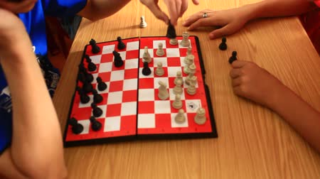 bordo : playing chess king