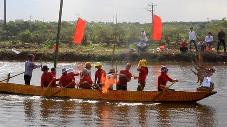 veslování : Haiduong, Vietnam, February, 25, 2015: People on lake boat race at the traditional festival traditional, Vietnam