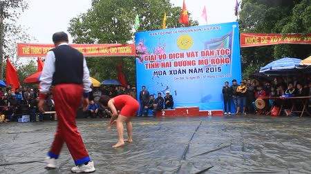 традиционный : HAI DUONG, VIETNAM, March 6, 2015: Compete in national wrestlers wrestling festival in Con Son Стоковые видеозаписи